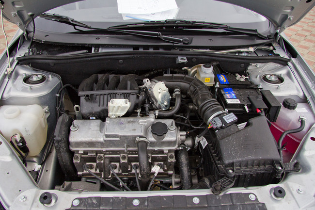Lada Granta фото двигатель