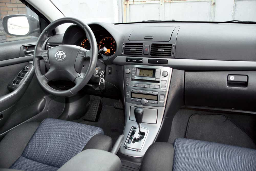 Toyota Avensis  фото интерьер