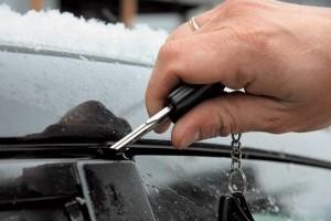 Замерзла дверь автомобиля фото